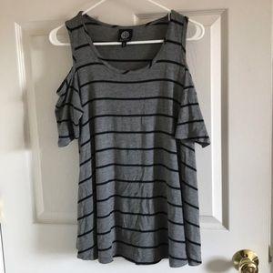 Bobeau cold should t-shirt size medium